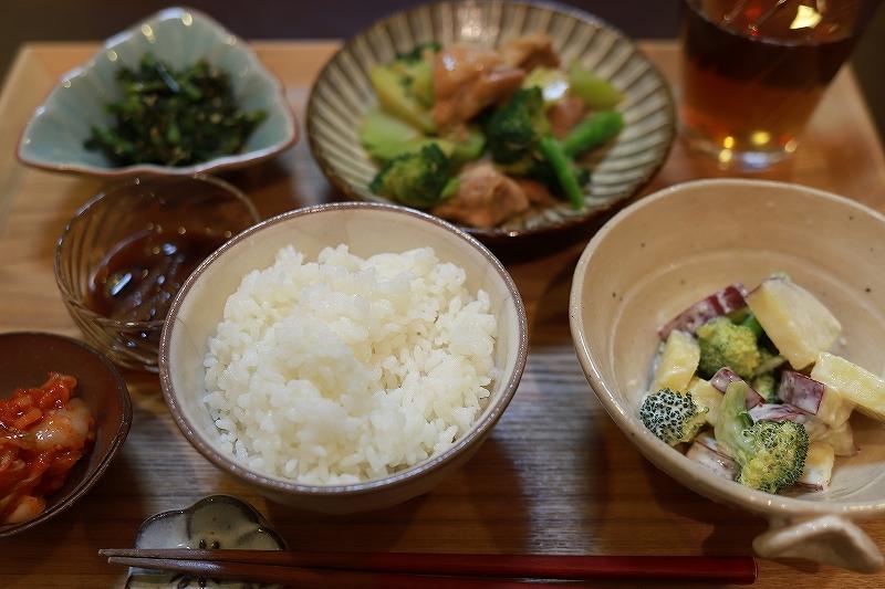 ベーグルと鶏肉とブロッコリーの味噌炒め定食(?!)_f0348831_19232629.jpg