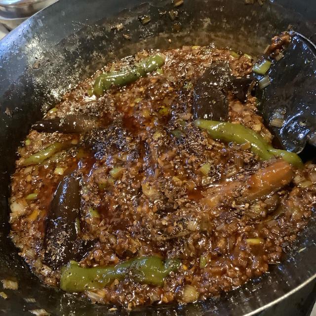 ツアー前の食材消費、麻婆茄子飯。麻婆系を作るたびに自分を褒めたくなるわ。_a0334793_23050039.jpg