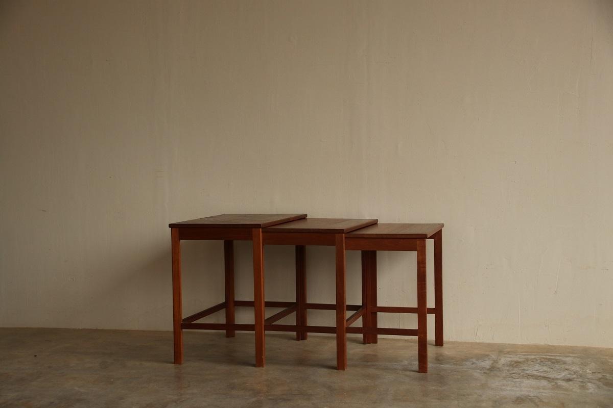 『Peter Hvidt & Orla Molgaard Nielsen Nest Table』_c0211307_21380405.jpg