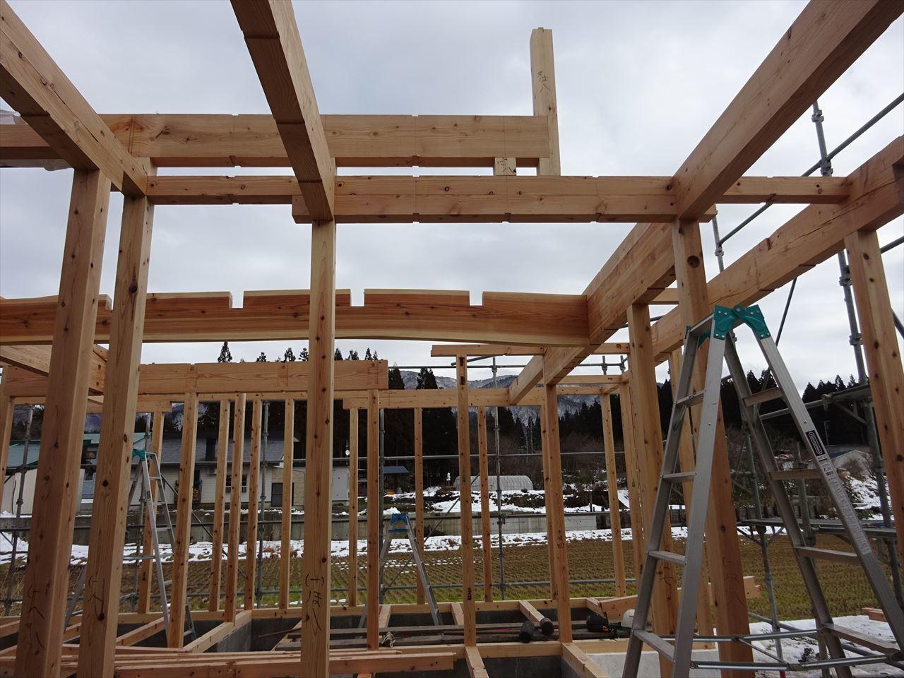 田沢湖の家 現地での建て方作業開始です!_f0105112_04421111.jpg