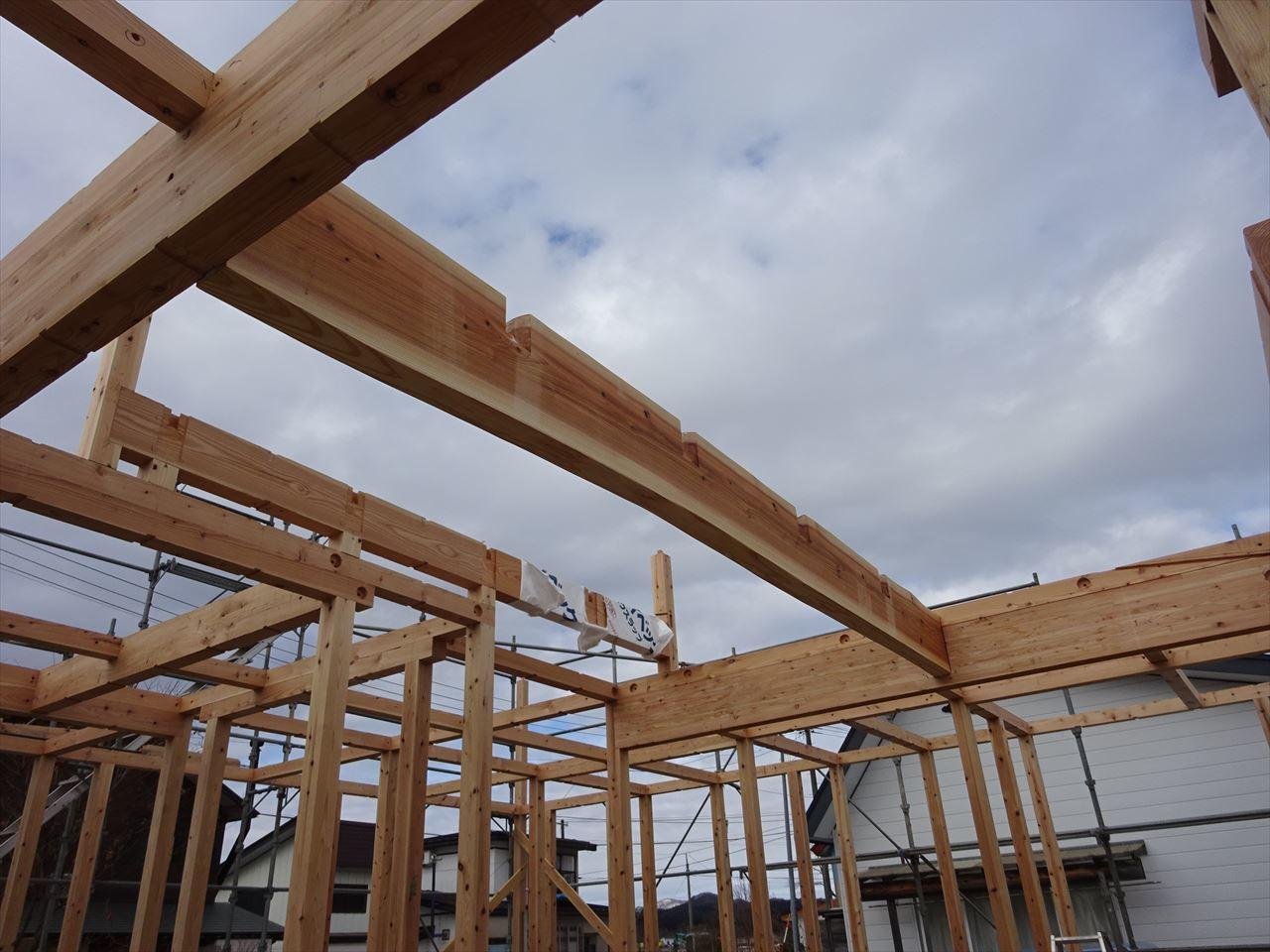 田沢湖の家 現地での建て方作業開始です!_f0105112_04421121.jpg