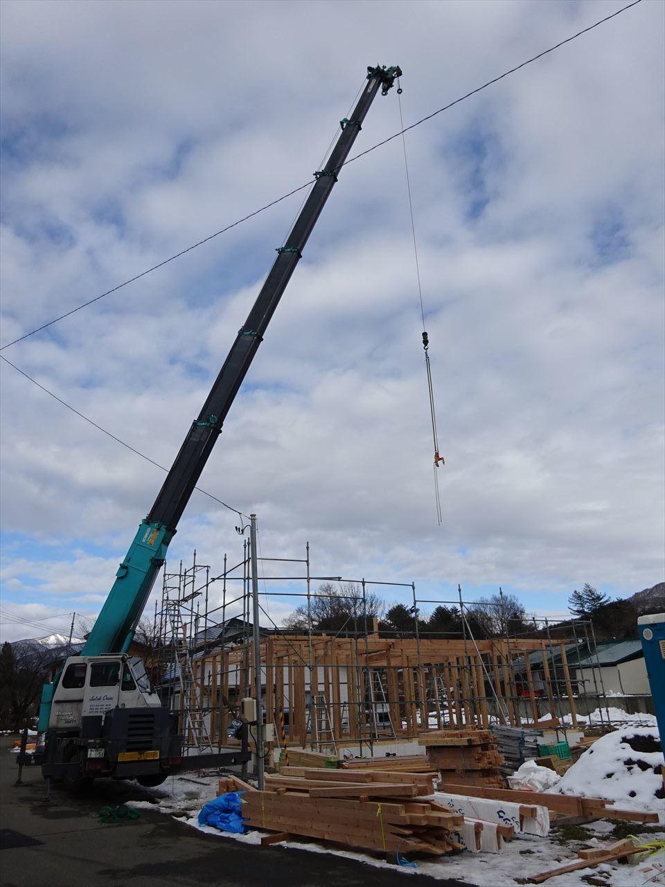 田沢湖の家 現地での建て方作業開始です!_f0105112_04421206.jpg