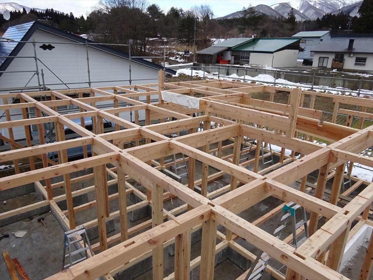 田沢湖の家 現地での建て方作業開始です!_f0105112_04474921.jpg