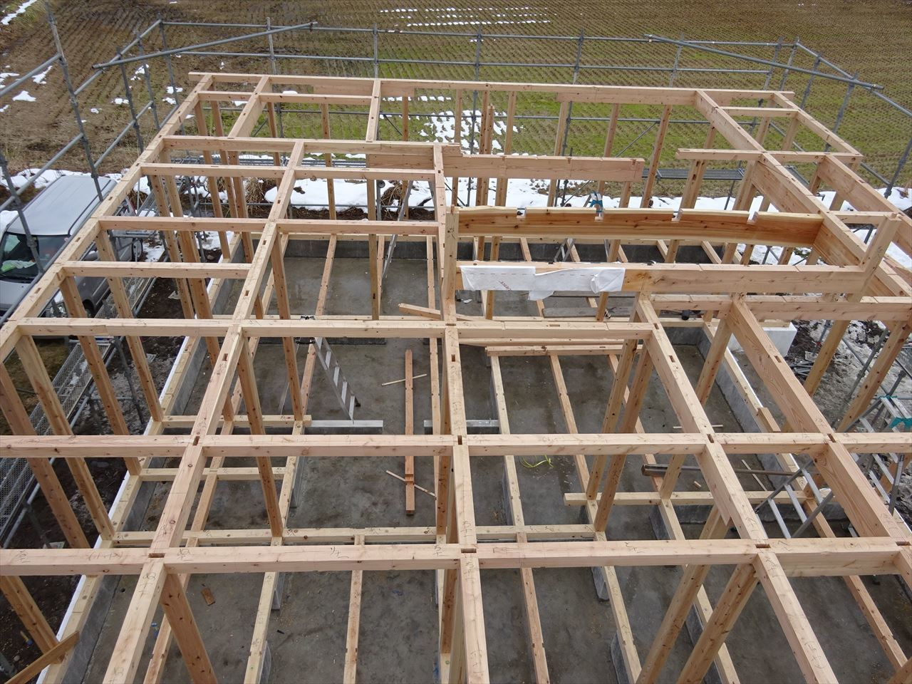 田沢湖の家 現地での建て方作業開始です!_f0105112_04474955.jpg