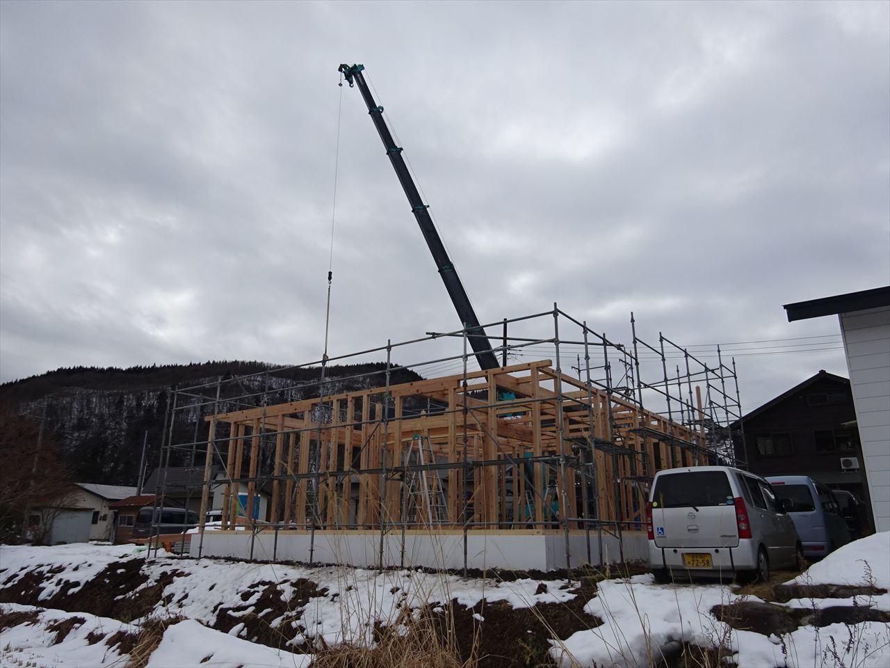 田沢湖の家 現地での建て方作業開始です!_f0105112_04474968.jpg