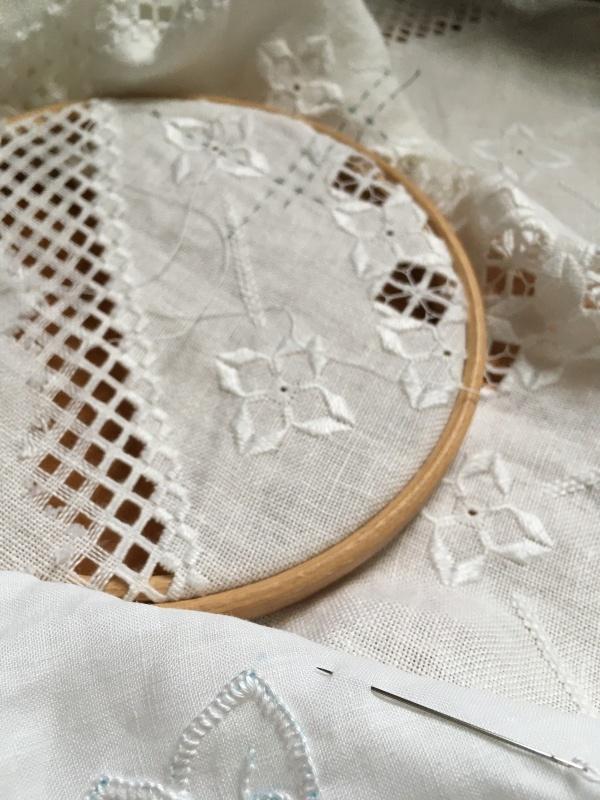 白糸刺繍 ハーダンガー カットワーク_a0374562_14223480.jpeg