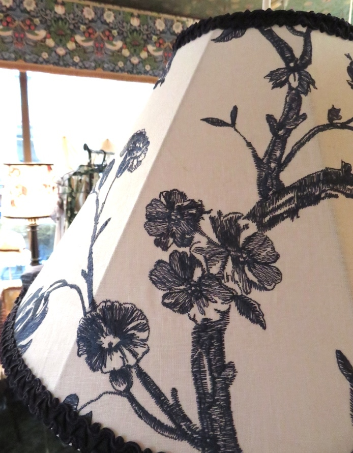 刺繍生地のペンダントライト ウィリアムモリス正規販売店のブライト_c0157866_18300779.jpg