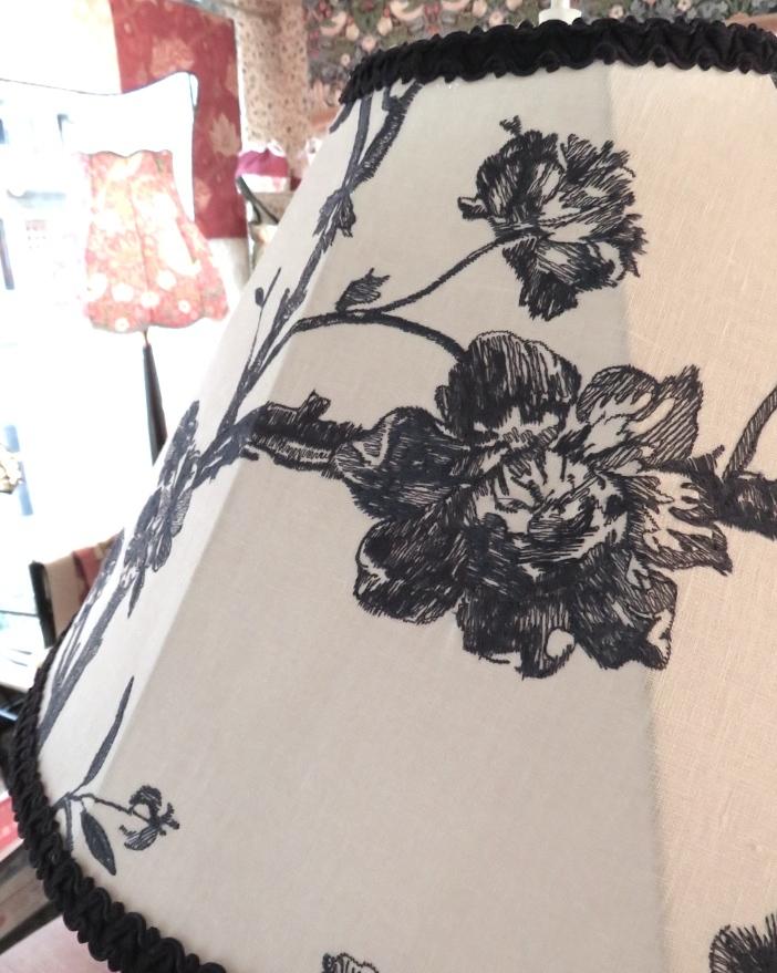 刺繍生地のペンダントライト ウィリアムモリス正規販売店のブライト_c0157866_18320674.jpg