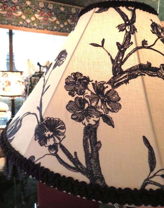 刺繍生地のペンダントライト ウィリアムモリス正規販売店のブライト_c0157866_18321651.jpg