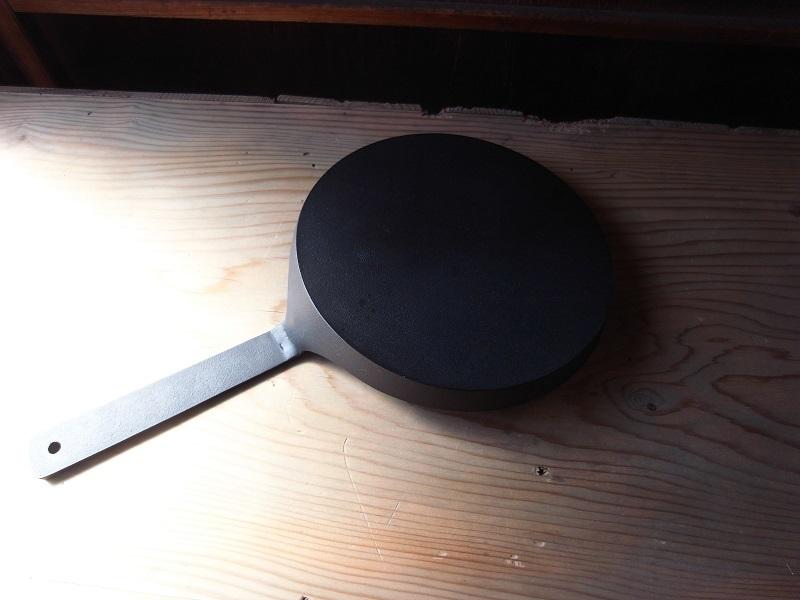 鋳鉄フライパン、碗_a0315601_19383954.jpg