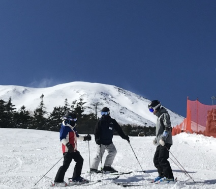 新雪からの滑りやすい圧雪バーン。_a0150315_07403848.jpeg