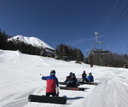 新雪からの滑りやすい圧雪バーン。_a0150315_07405137.jpeg