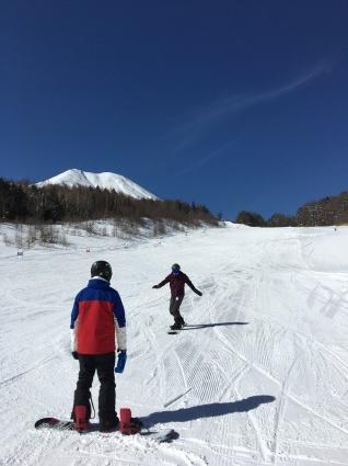 新雪からの滑りやすい圧雪バーン。_a0150315_07524622.jpg