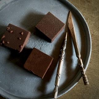 青銅菓子切りとチョコレート_c0301859_10430082.jpeg