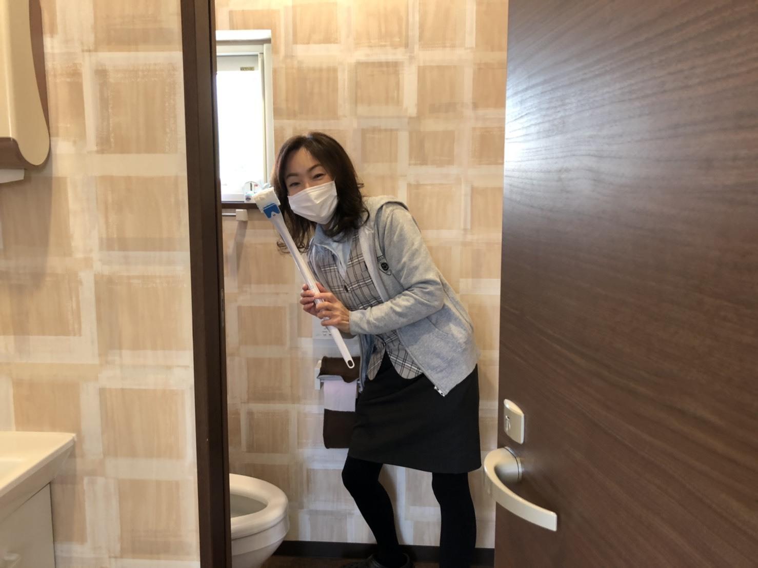 2月21日(金)本店ブログ♫ランクルプラドあります✊ ランクル エスカレード アルファード TOMMY♡_b0127002_18063887.jpg