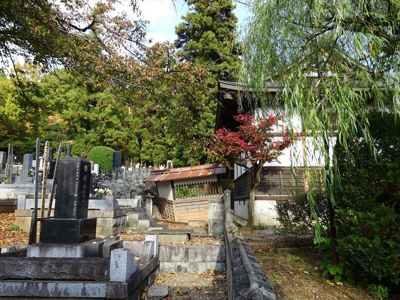 お寺の塀の建て替え工事 開始です。_f0105112_04502870.jpg