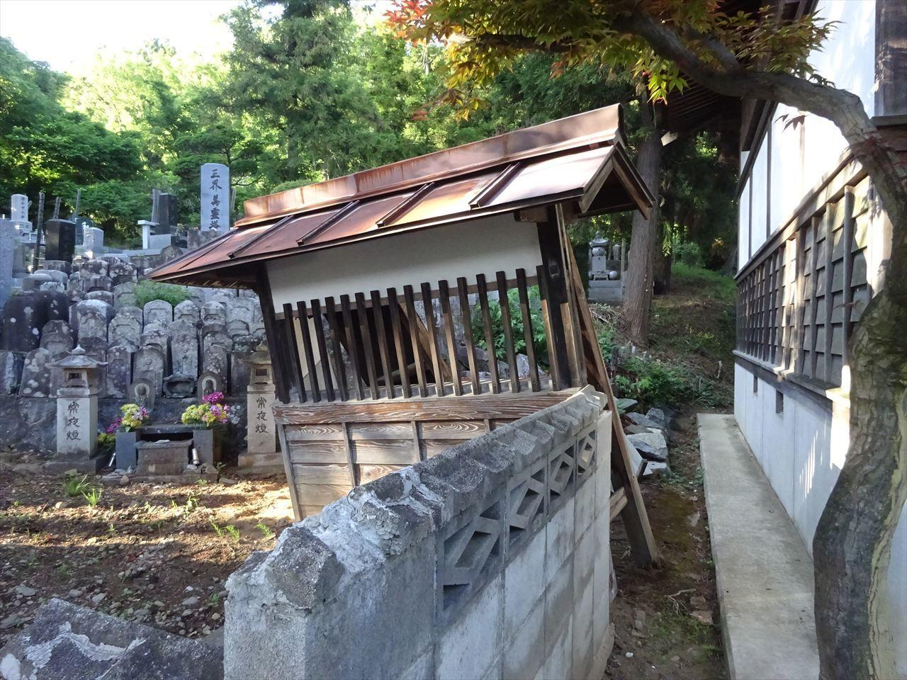 お寺の塀の建て替え工事 開始です。_f0105112_04502885.jpg