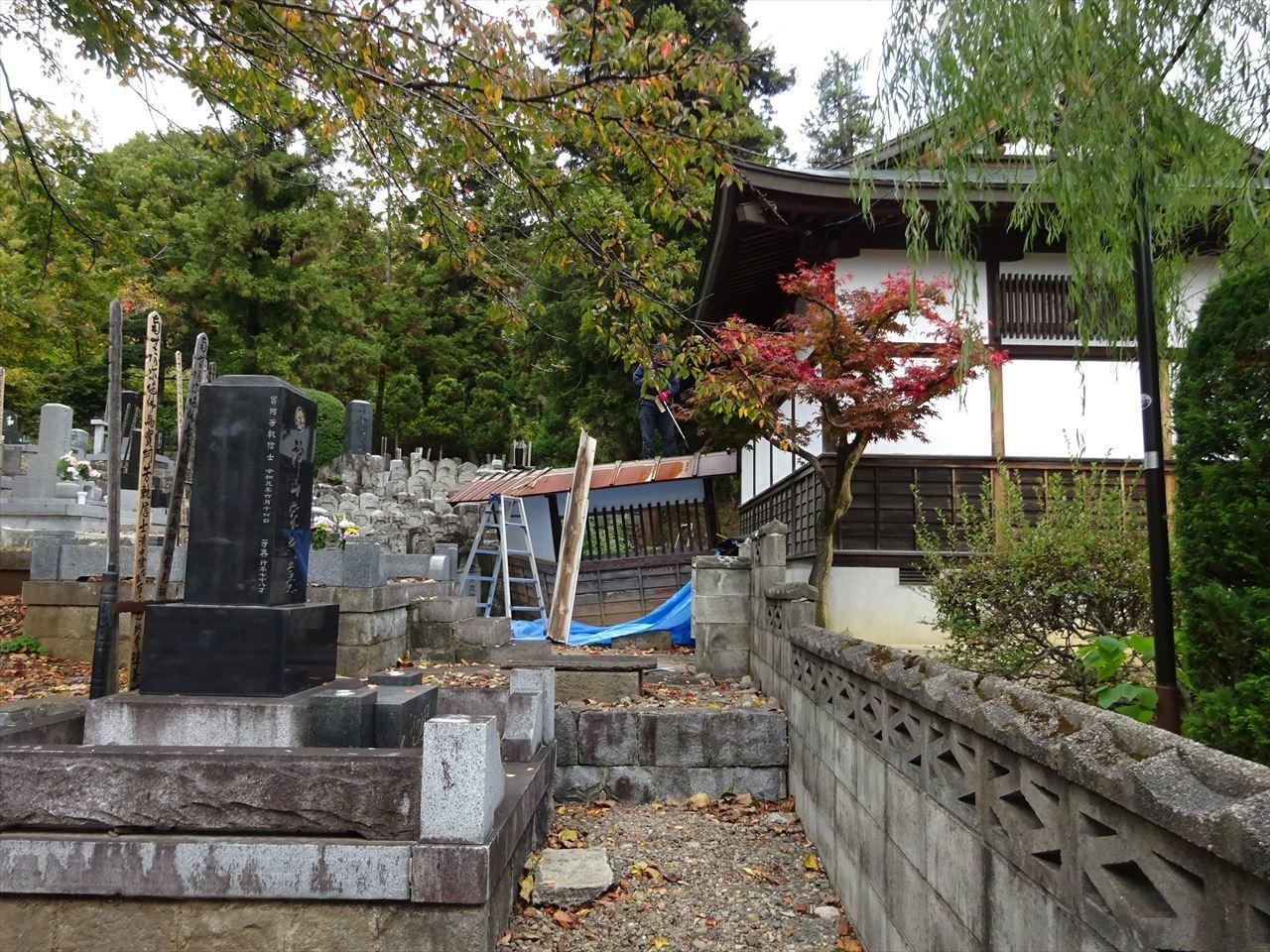 お寺の塀の建て替え工事 開始です。_f0105112_05012759.jpg