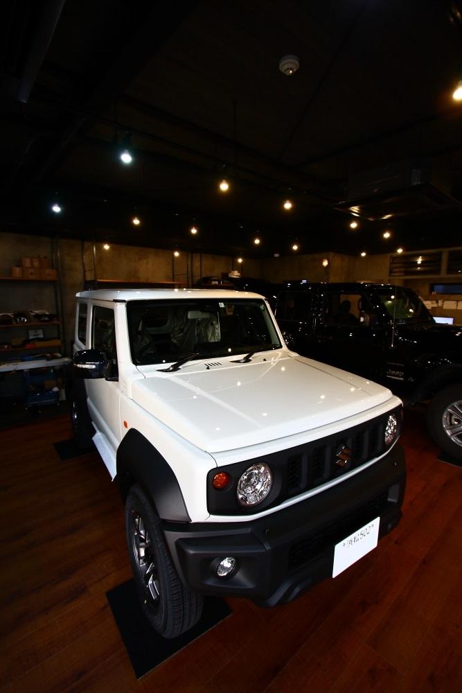 この時期は新車も続々入庫中です_f0105425_17273655.jpg