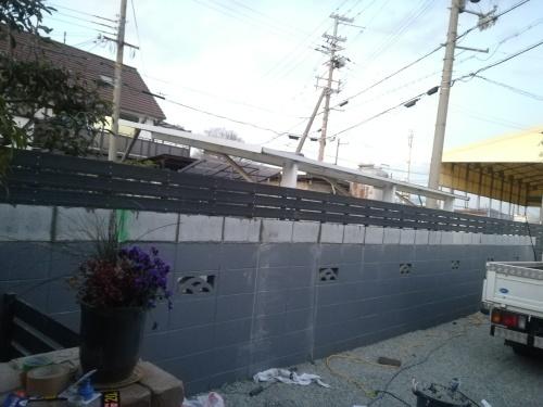 塀の工事が進みました_a0111166_07094301.jpg