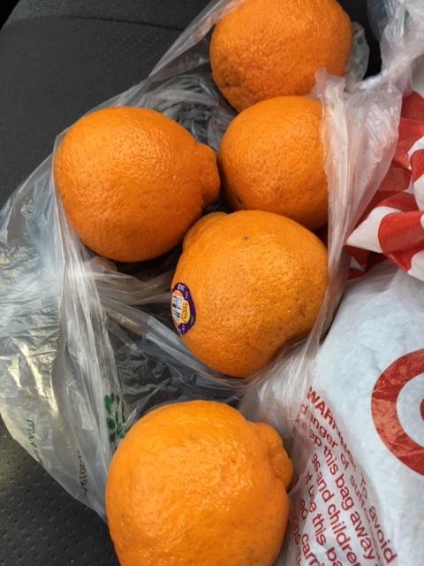 Bristol Farms でゲットしたタダの物ーすもう蜜柑、卵などなど_e0350971_13515275.jpg