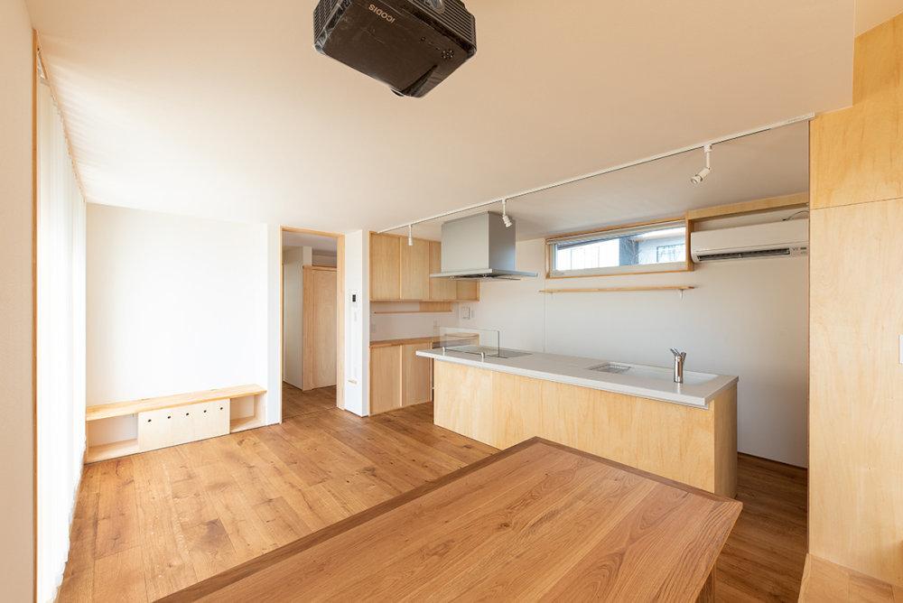 キッチンの工夫 スタディコーナーのある家_b0349892_08194755.jpg