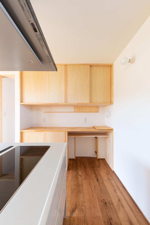 キッチンの工夫 スタディコーナーのある家_b0349892_08203444.jpg
