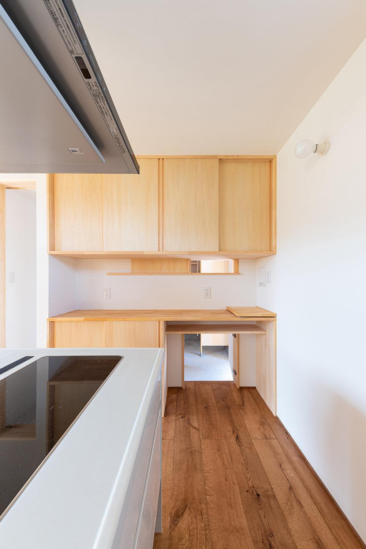 キッチンの工夫 スタディコーナーのある家_b0349892_08203735.jpg
