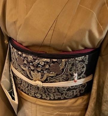 新年会・素敵な訪問着に夾纈(きょうけち)刺繍帯・猫の日_f0181251_16100183.jpg