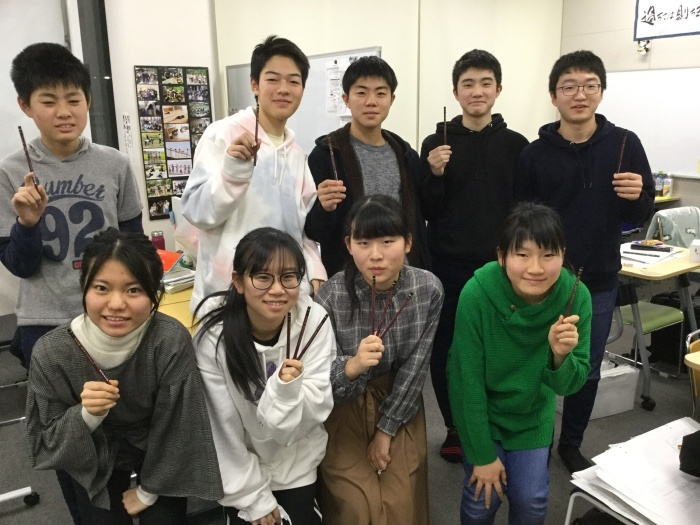 受験生にMOU塾鉛筆を配りました_d0317056_18461406.jpeg
