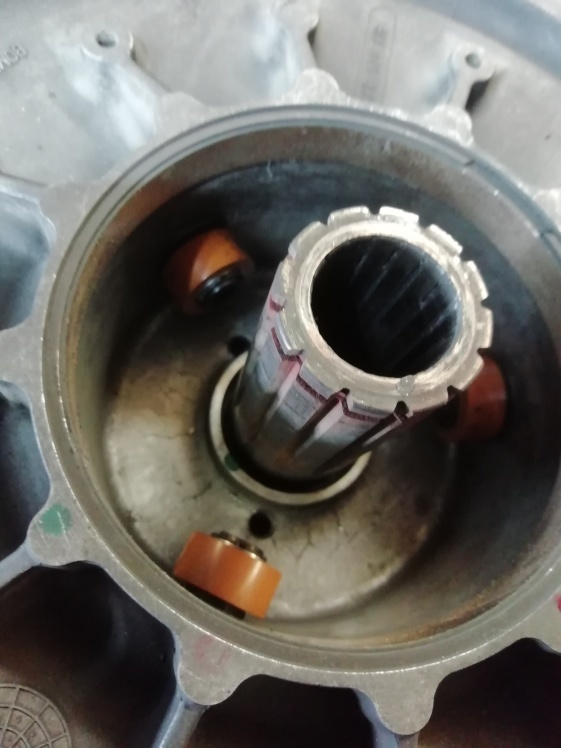 SKIDOO セカンダリークラッチ修理_f0044558_08203978.jpg