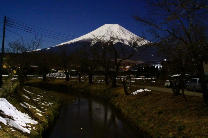 令和2年2月の富士 (15) 忍野新名庄川夜の富士_e0344396_15230200.jpg