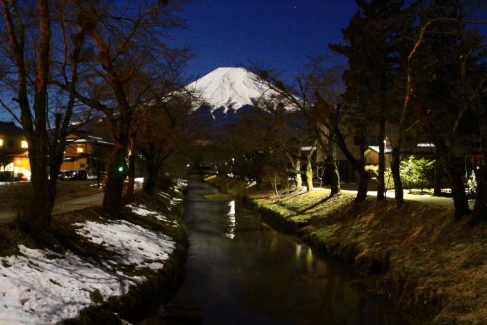 令和2年2月の富士 (15) 忍野新名庄川夜の富士_e0344396_15230260.jpg