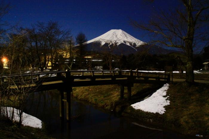 令和2年2月の富士 (15) 忍野新名庄川夜の富士_e0344396_15230265.jpg