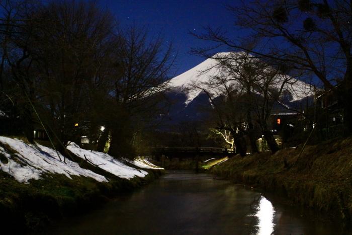 令和2年2月の富士 (15) 忍野新名庄川夜の富士_e0344396_15230376.jpg