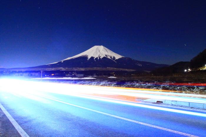 令和2年2月の富士 (16) 忍野草原の光跡と富士_e0344396_21460102.jpg
