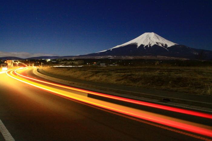 令和2年2月の富士 (16) 忍野草原の光跡と富士_e0344396_21460142.jpg