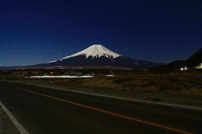 令和2年2月の富士 (16) 忍野草原の光跡と富士_e0344396_21460147.jpg