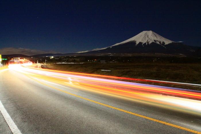 令和2年2月の富士 (16) 忍野草原の光跡と富士_e0344396_21460190.jpg