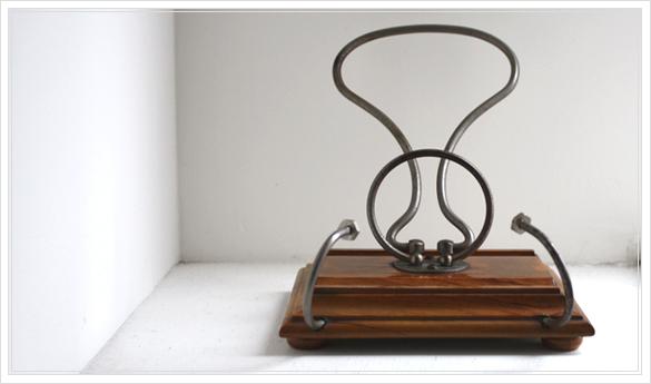 porte lettre et crayon en bois 古い木製のレターラック・ペントレー イギリスアンティーク_d0184921_16254382.jpg