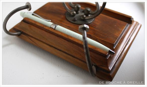porte lettre et crayon en bois 古い木製のレターラック・ペントレー イギリスアンティーク_d0184921_16320592.jpg