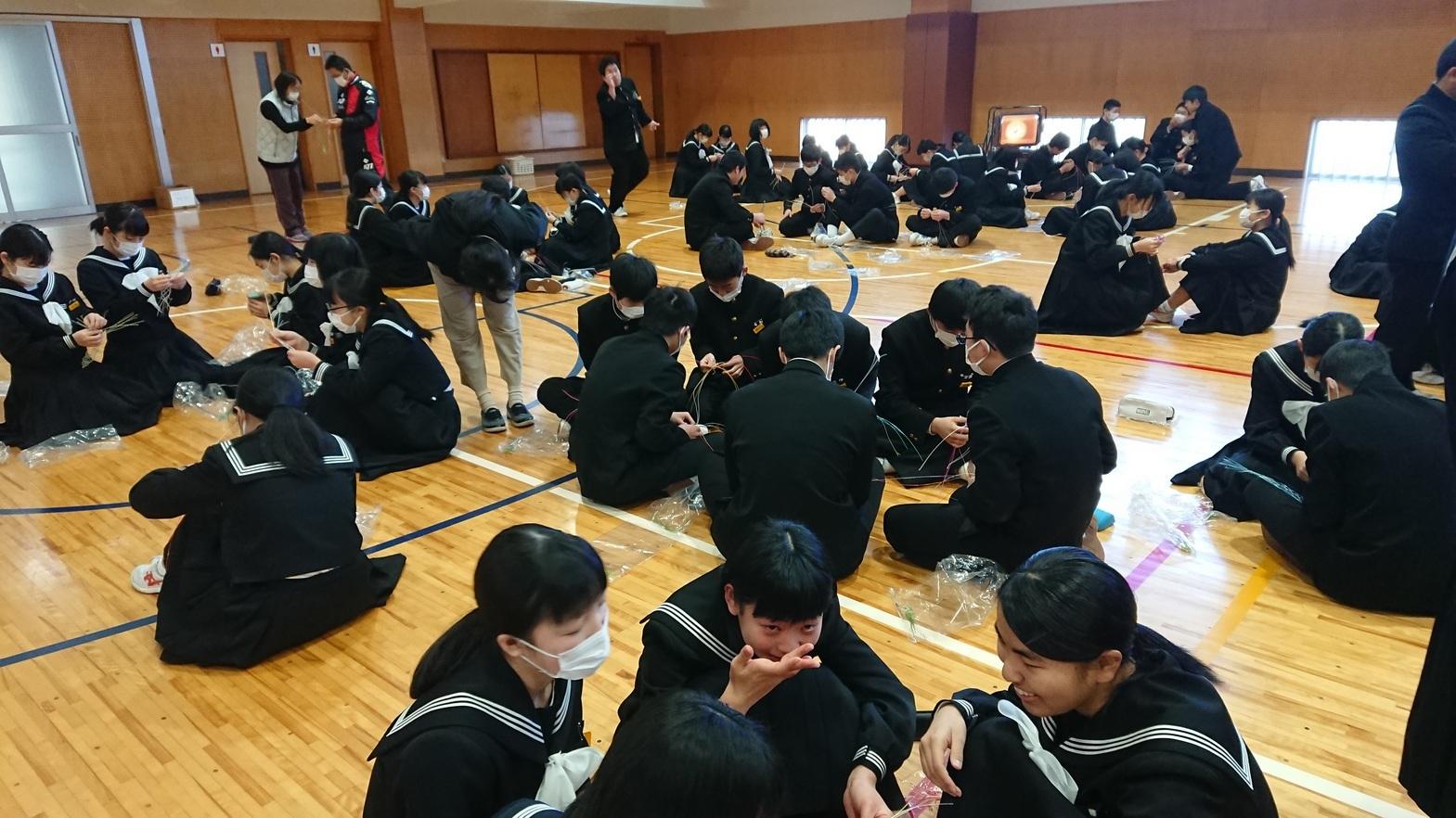 川之江南中の卒業式コサージュ_e0181051_11300450.jpg