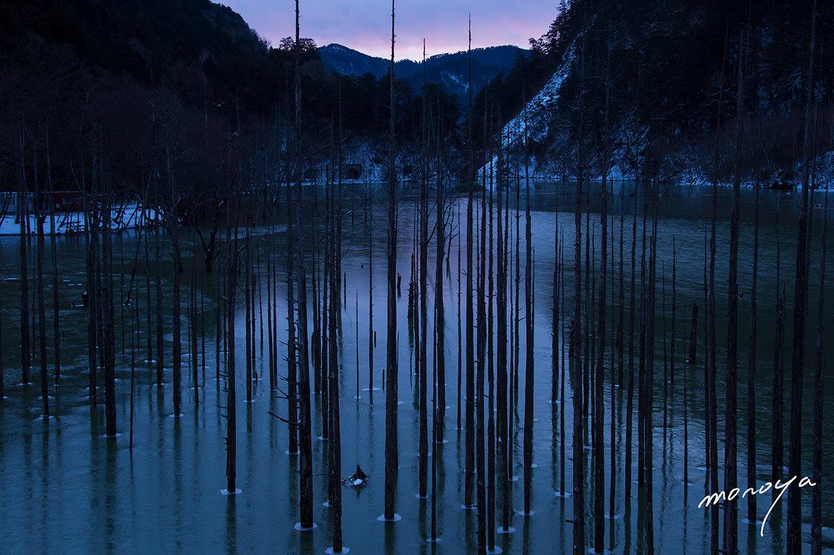 夜明けの湖_c0085877_10351190.jpg