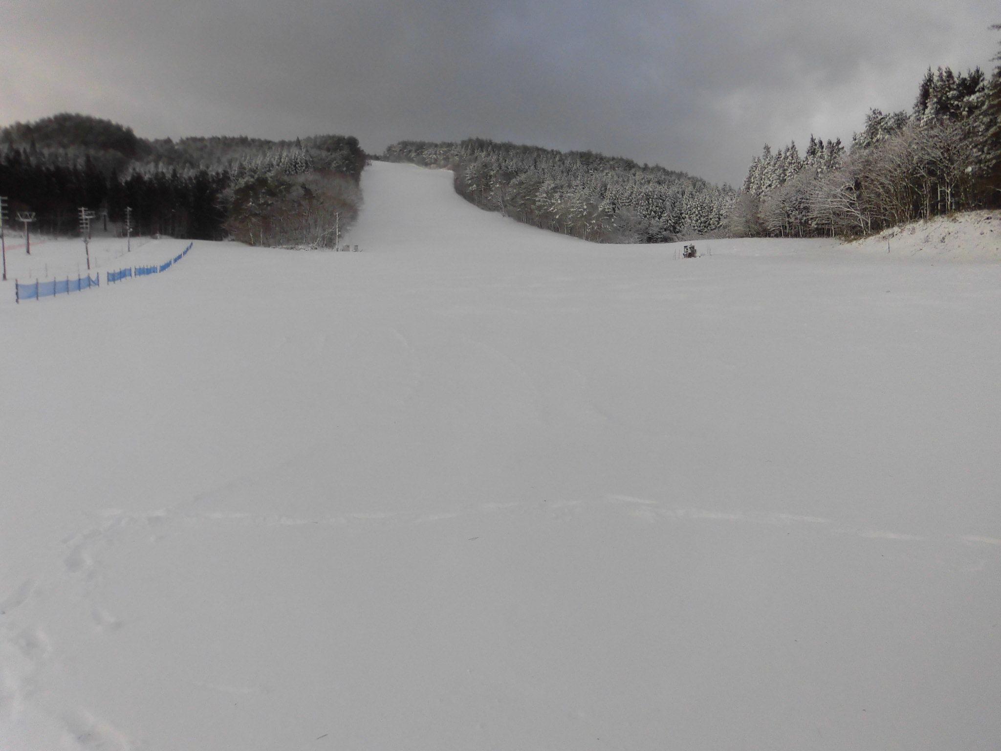 令和2年2月24日(月) 天気:晴れ 気温:-3℃ 積雪:25㎝ 一部滑走可能_e0306207_07465872.jpg
