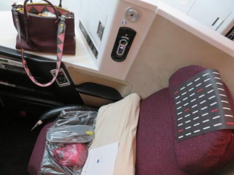 ビジネスクラス機内の様子。2020年2月、台湾へGO!_d0019916_20104464.jpg
