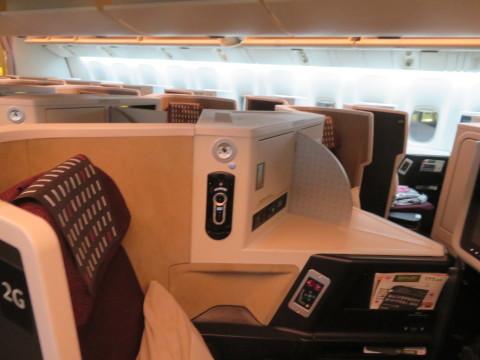 ビジネスクラス機内の様子。2020年2月、台湾へGO!_d0019916_20130538.jpg