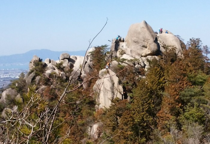 奇岩の山、金勝(こんぜ)アルプスを歩きました_c0038434_22561459.jpg