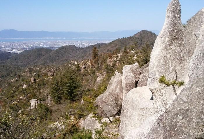 奇岩の山、金勝(こんぜ)アルプスを歩きました_c0038434_22562278.jpg