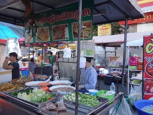 野菜天ぷらと茹で野菜、首曲り魚プラー・トゥー、そしてナムプリック・カピで大満足_c0030645_16332935.jpg