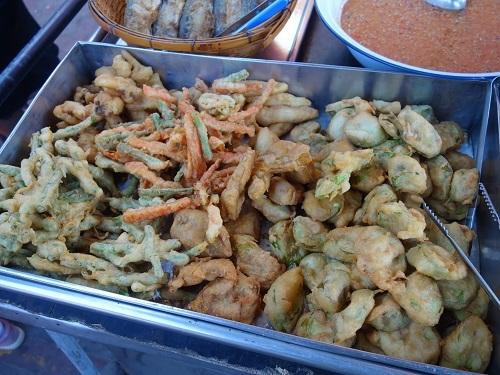 野菜天ぷらと茹で野菜、首曲り魚プラー・トゥー、そしてナムプリック・カピで大満足_c0030645_16333191.jpg